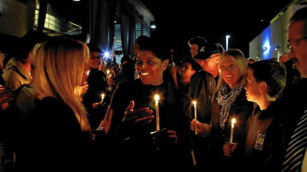 More than 700 community members showed up to the candlelight gathering in support of the Clinton family. Photo courtesy The Los Angeles Times.